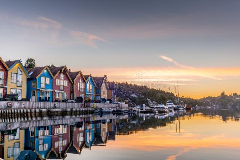Отражения на море в фьорде Бергена в Норвегии - 4 стоковые фото