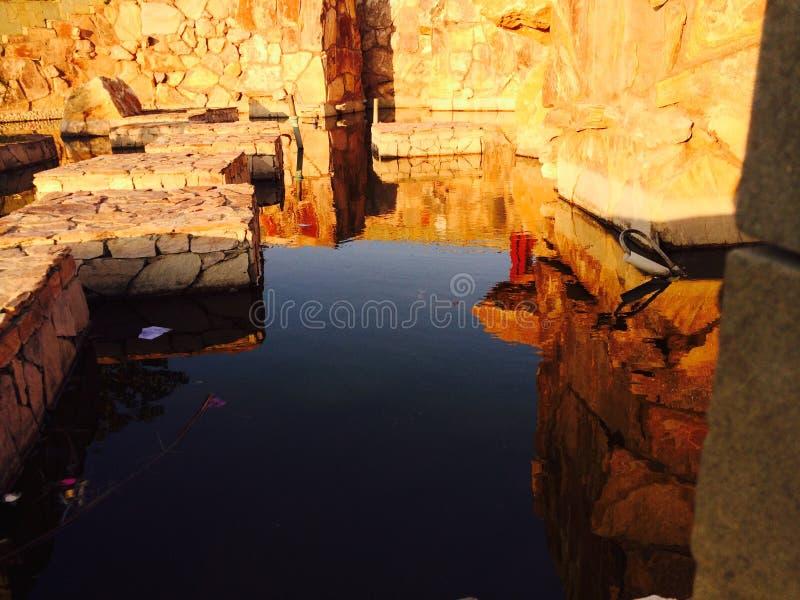 Отражения на пруде стоковое изображение