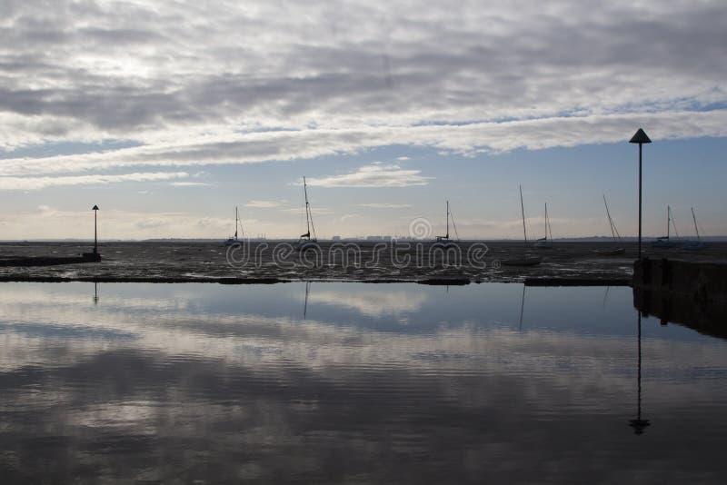 Отражения на Leigh-на-море, Essex, Англии стоковые фотографии rf
