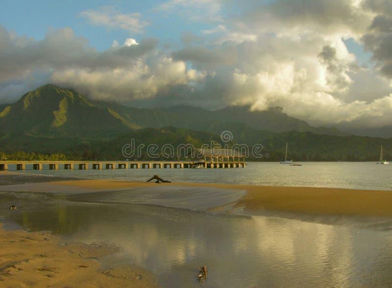 отражения пристани kauai halalei стоковые фотографии rf