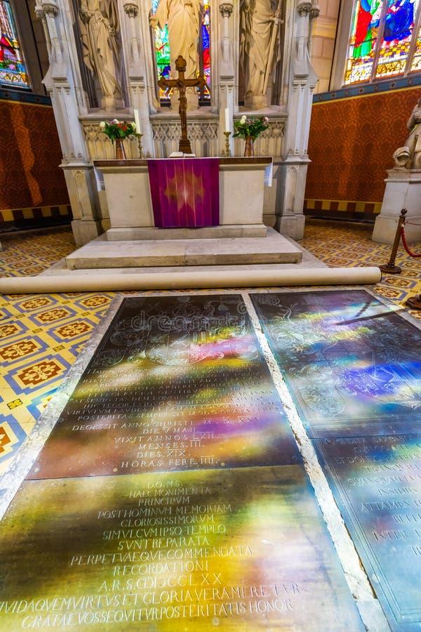 Отражения цветного стекла вся церковь Schlosskirche замка Святых стоковые фото