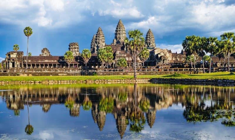 Отраженное изображение Angkor Wat стоковая фотография rf