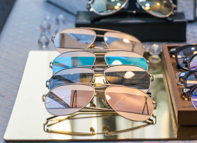 Отраженные солнечные очки стоковая фотография rf