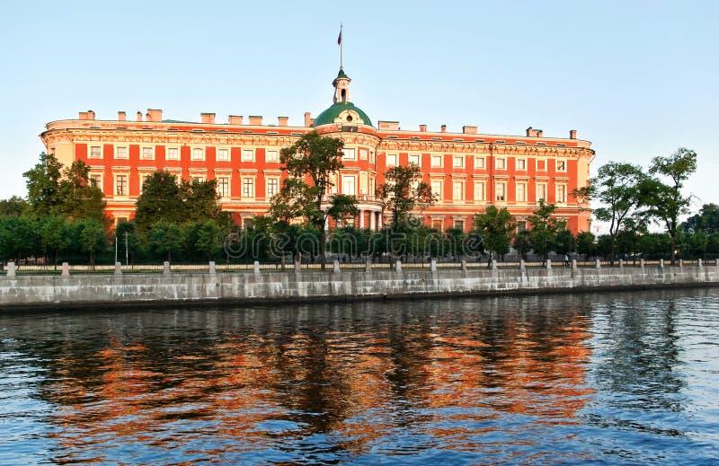 отраженный дворец стоковая фотография rf