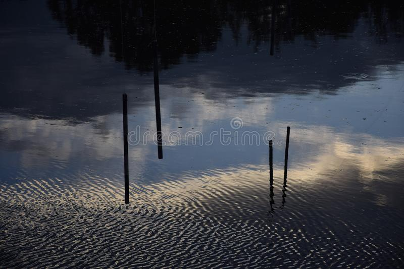 отразите воду стоковые фотографии rf
