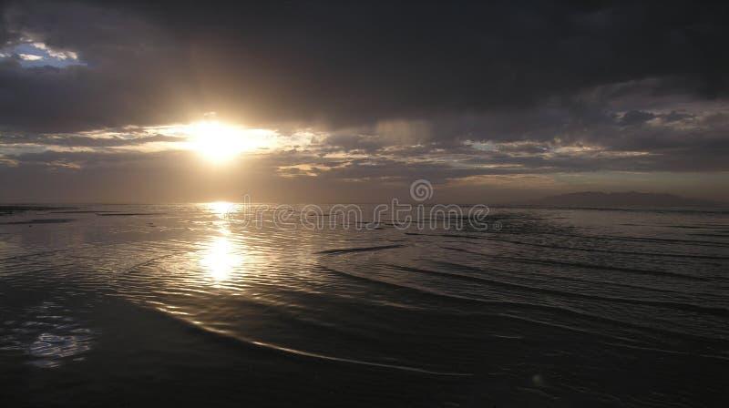отразите заход солнца стоковое фото