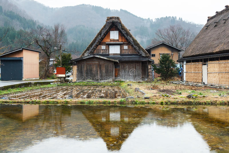 Отразите дома на Shirakawago стоковая фотография rf