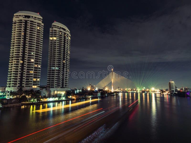 Отразите свет сцены ночи реки стоковая фотография rf