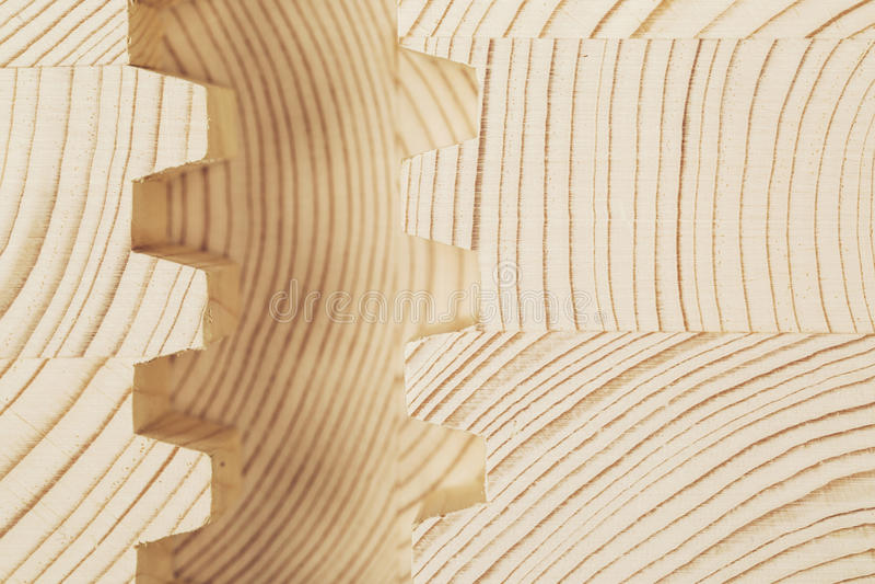 Отрежьте деревянный прокатанный пиломатериал облицовки стоковые фото