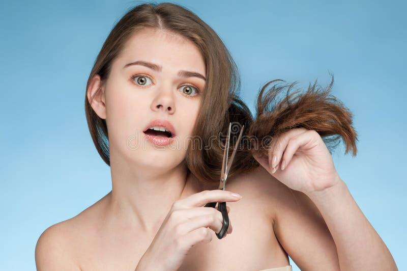 отрежьте женщину волос совершенную стоковая фотография