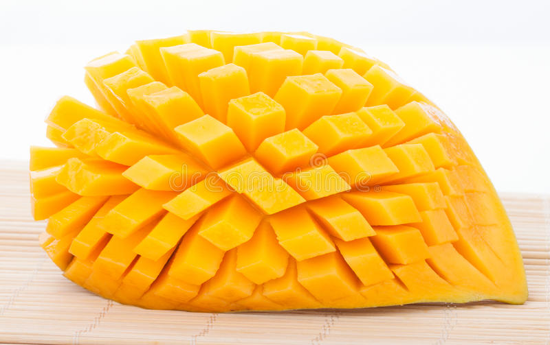 Отрежьте зрелое манго стоковая фотография rf
