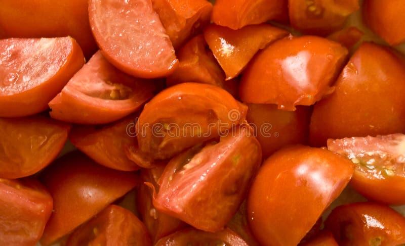 отрежьте изолированные томаты стоковые фотографии rf