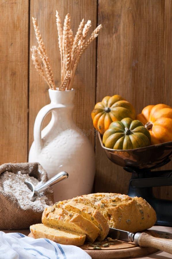 отрезанная тыква хлеба стоковая фотография