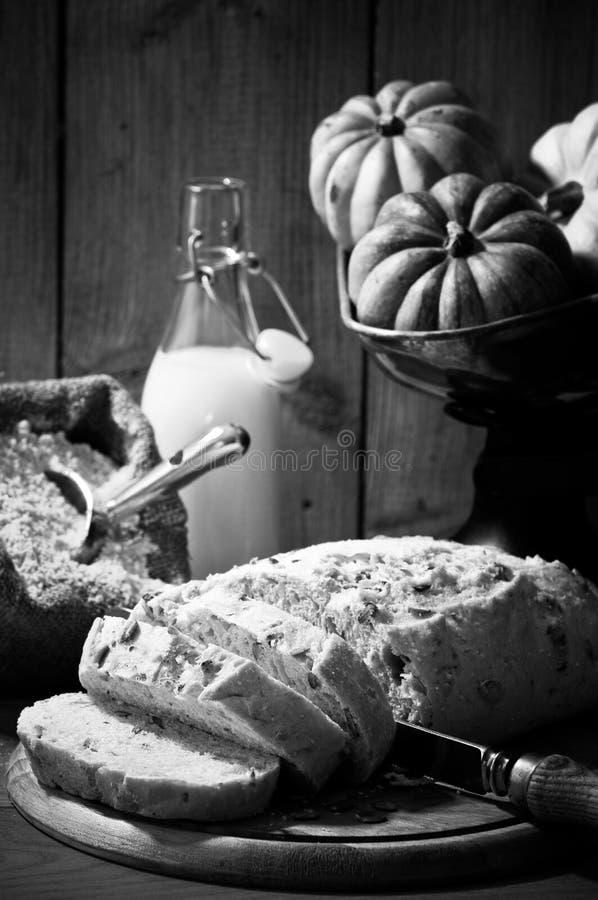 отрезанная тыква хлеба стоковое фото
