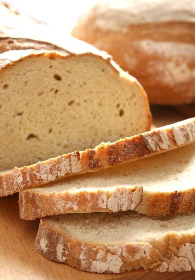 отрезанное домодельное хлеба стоковые фото