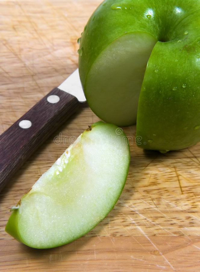 отрезанное яблоко 2 стоковое изображение rf