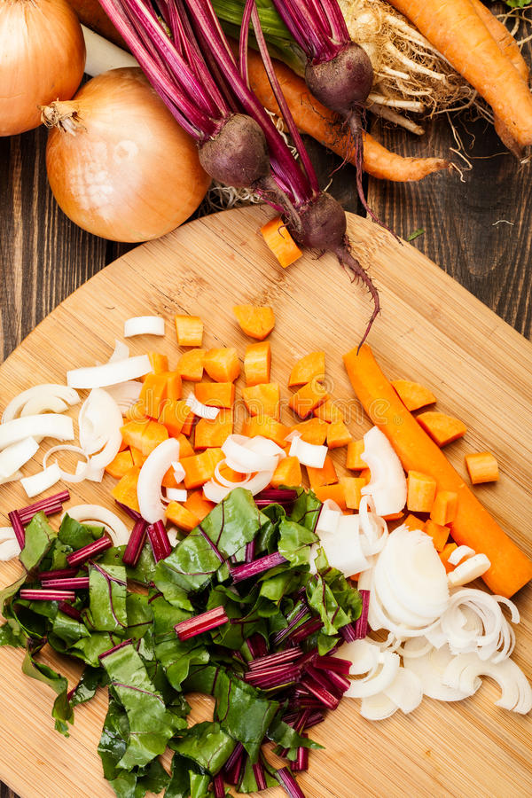 Отрезанные бураки, моркови и лук-порей стоковая фотография rf
