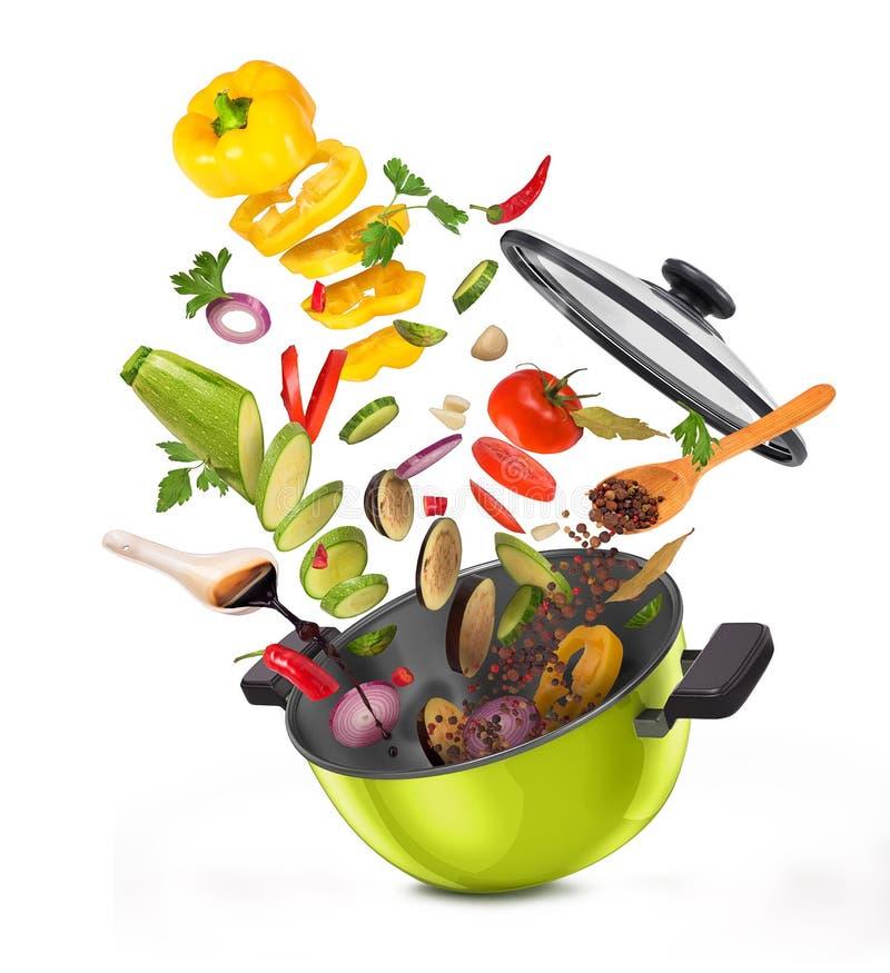 Отрезанные овощи ‹â€ ‹â€ на доске, падая в лоток бесплатная иллюстрация