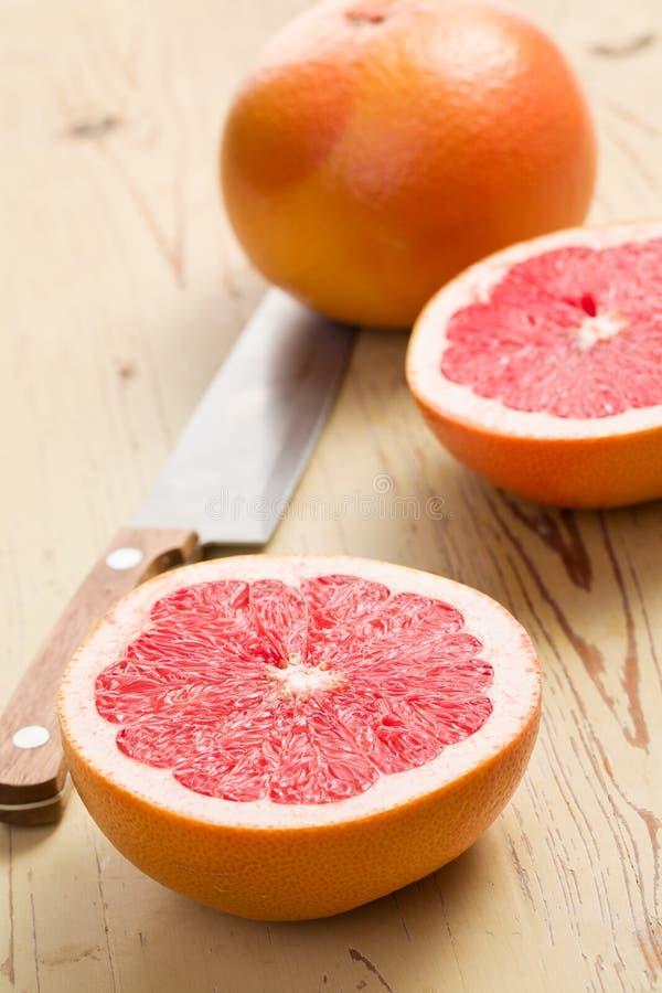 отрезанный красный цвет грейпфрута стоковое изображение rf