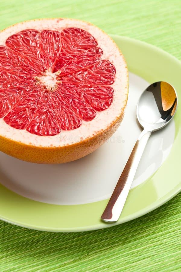 отрезанный красный цвет грейпфрута стоковое фото