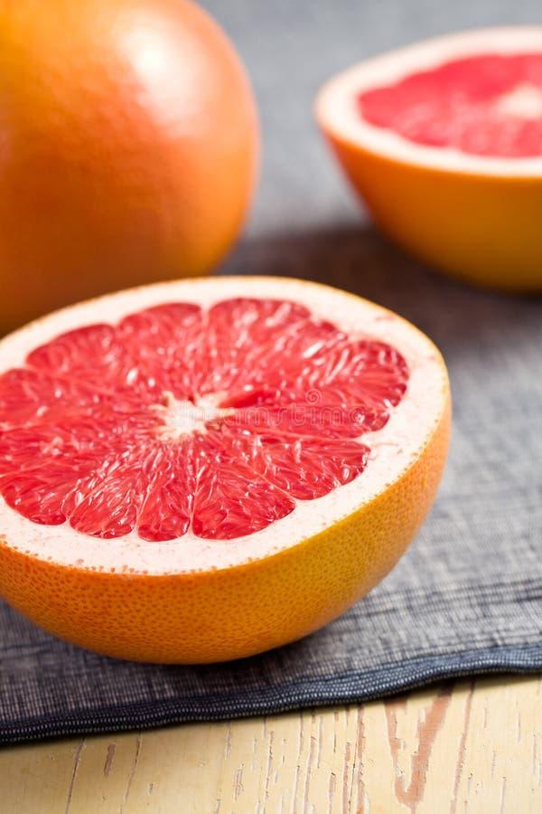 отрезанный красный цвет грейпфрута стоковая фотография
