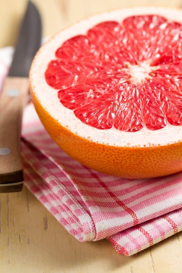 отрезанный красный цвет грейпфрута стоковая фотография rf