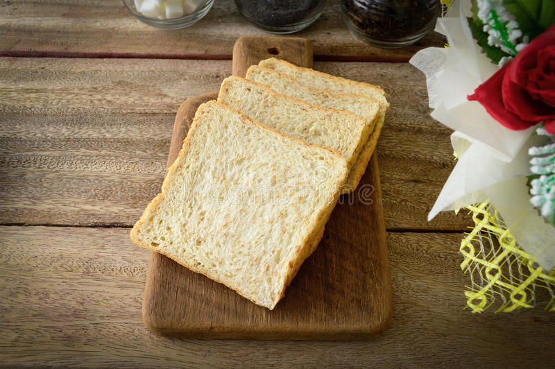 Отрезанный хлеб рож стоковое фото