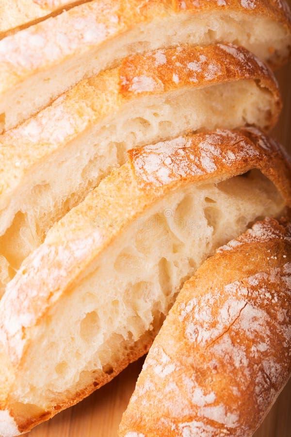 Download отрезанный хлеб стоковое изображение. изображение насчитывающей группа - 40580165