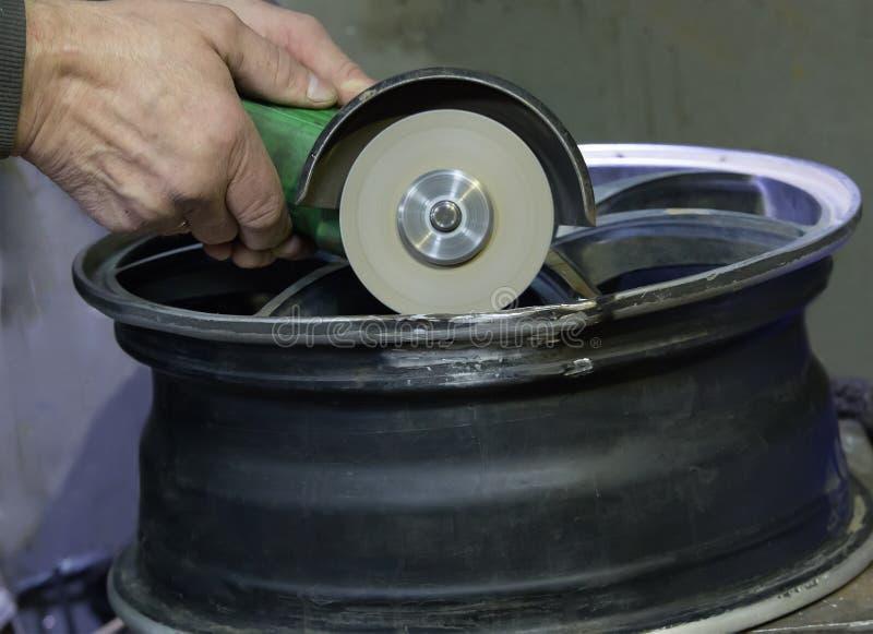 Отремонтируйте алюминиевый диск автомобиля стоковое фото rf