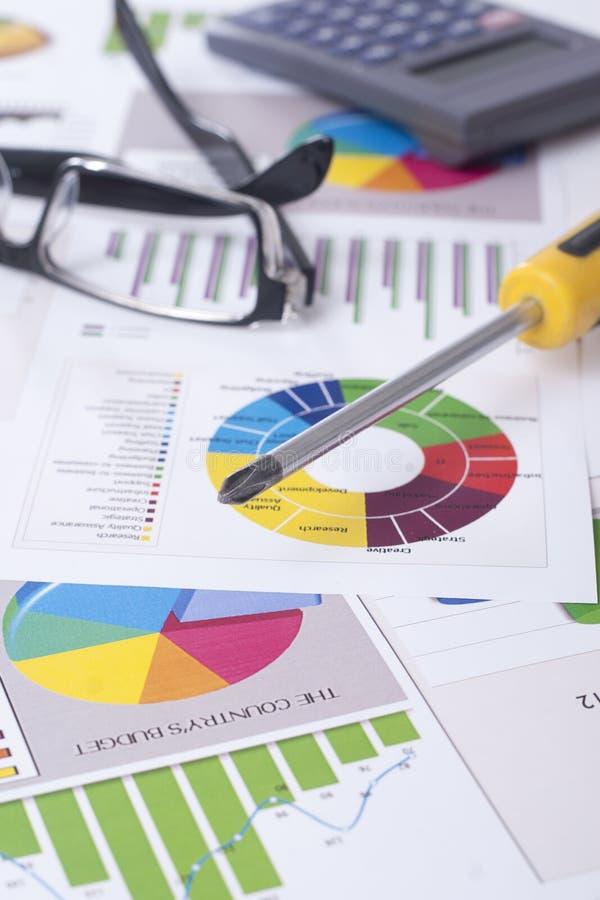 Download Отремонтируйте финансовую ситуацию Стоковое Фото - изображение насчитывающей тариф, финансовохозяйственно: 33728868