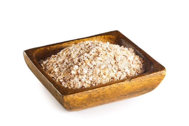 Отруби пшеницы в деревянном шаре стоковые изображения rf