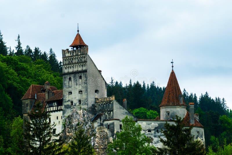 Отруби, Румыния - 25-ое мая 2019: Взгляд замка Дракула расположенный в отруби, Brasov, Румынию стоковая фотография