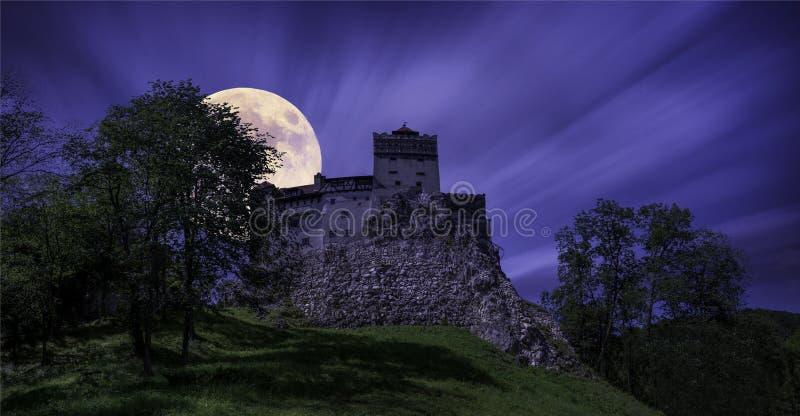 Отруби Castelul - луна за замком стоковое изображение