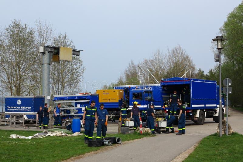 Отряд бригады THW с тележками оборудования стоковое фото rf