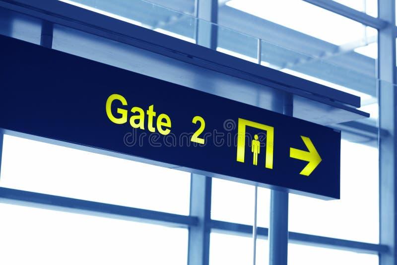 Отстробируйте подпишите внутри авиапорт стоковое изображение rf