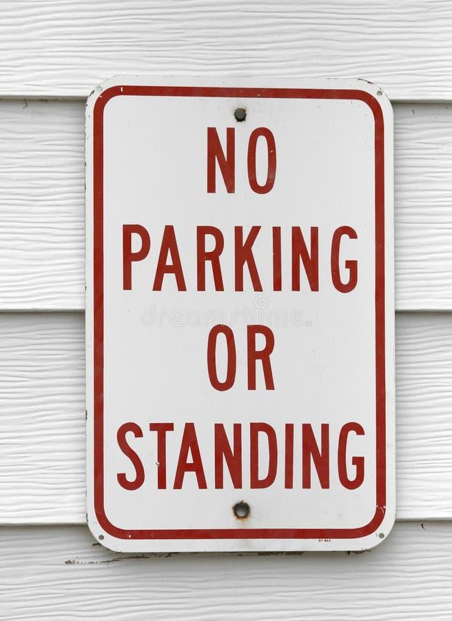 Download Отсутствие автостоянка или стоящий знак Стоковое Фото - изображение насчитывающей засорением, hang: 41659300