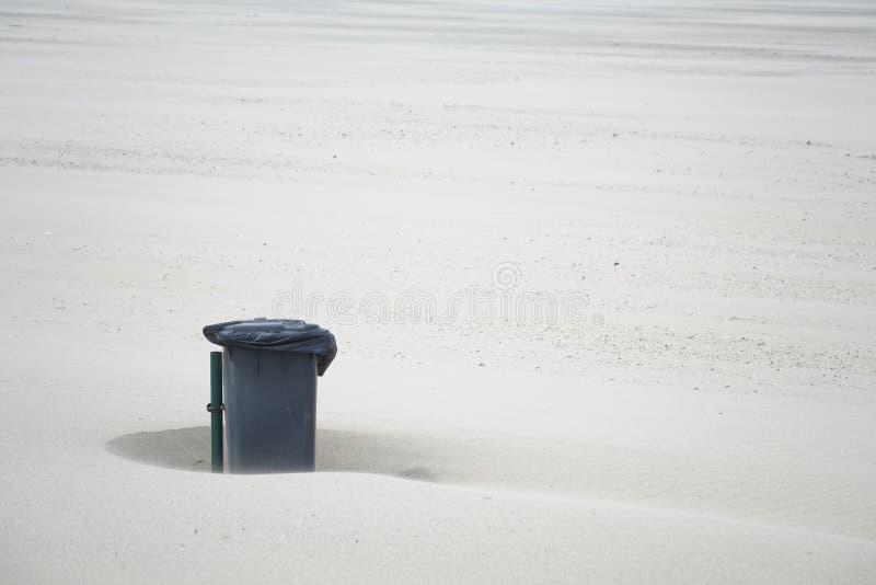 Отсутствие загрязнения окружающей среды на пляже стоковое фото rf