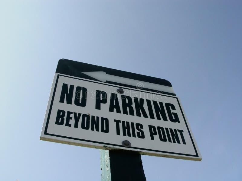 отсутствие знака стоянкы автомобилей
