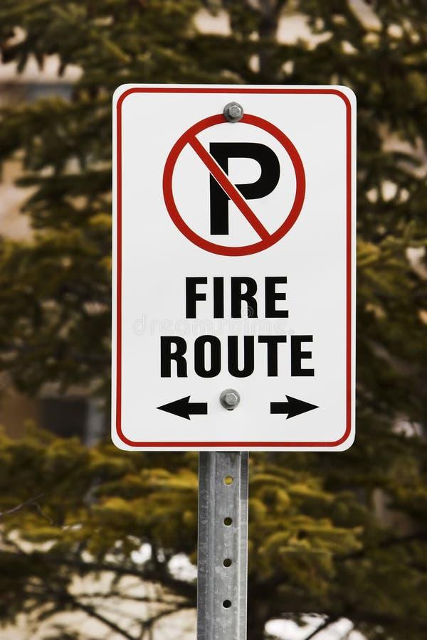 отсутствие знака стоянкы автомобилей стоковое изображение rf
