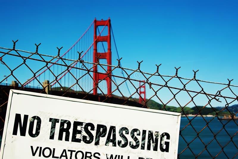 Download отсутствие trespassing стоковое изображение. изображение насчитывающей бобра - 18398909