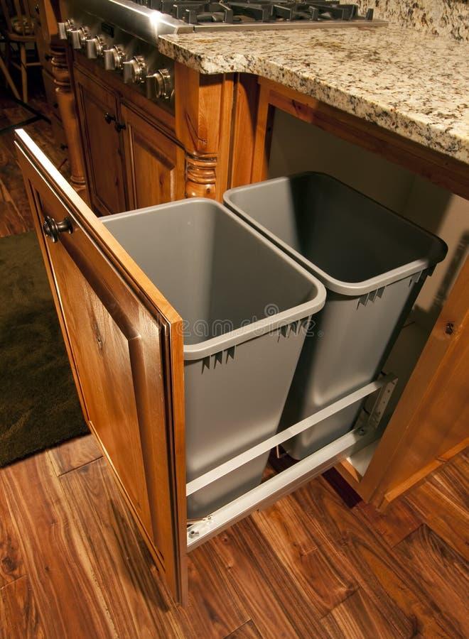 отход сподручной кухни шкафа самомоднейший стоковая фотография
