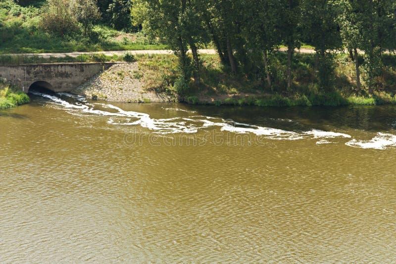 Отход в реке стоковая фотография rf