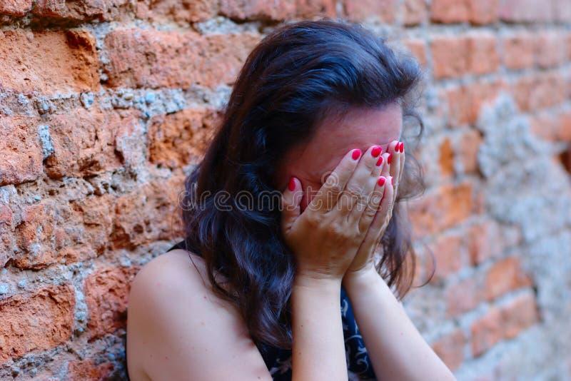 отчаянная женщина стоковое изображение