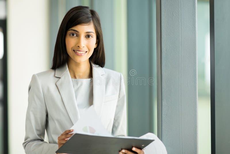 Отчет о бизнес-леди стоковое изображение rf