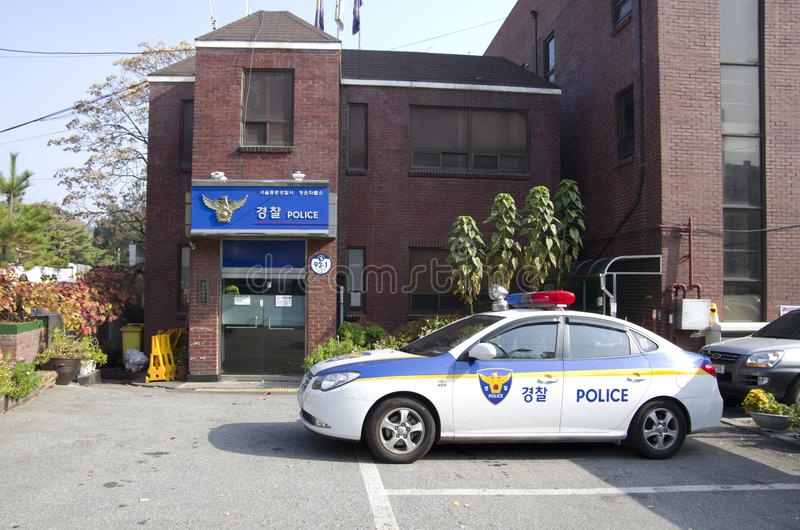Отделение полици и автомобиль в Сеуле стоковые фотографии rf