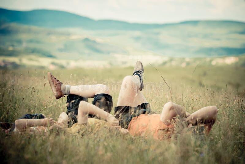Отдыхать на поле стоковое фото