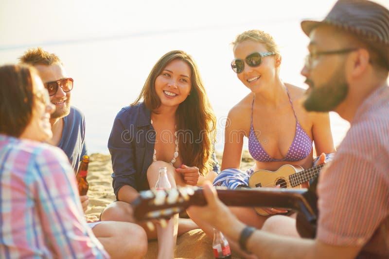 Отдых на пляже стоковые изображения