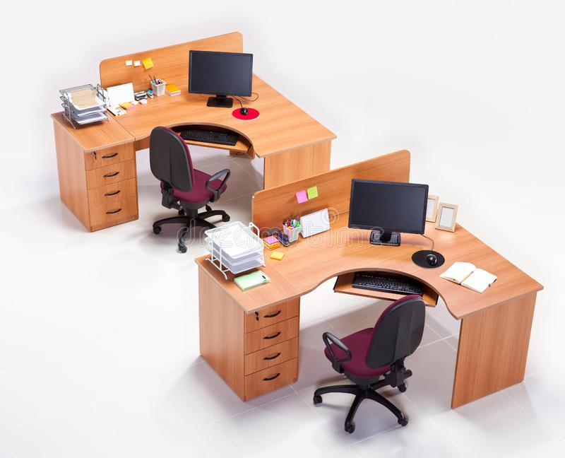 Офисная мебель на белой предпосылке стоковая фотография rf