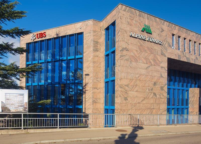 Офисное здание нося знаки группу AG и высокогорные компании UBS Immobilien AG Finanz стоковое фото