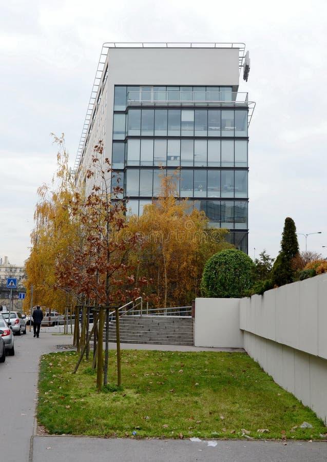 Офисное здание в Праге стоковое изображение rf